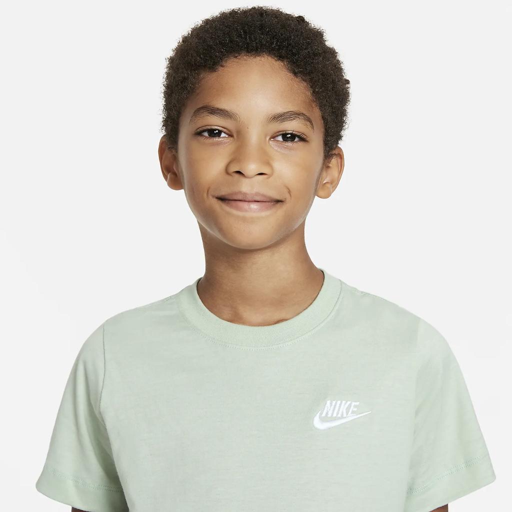 Nike Sportswear Big Kids' T-Shirt AR5254-017