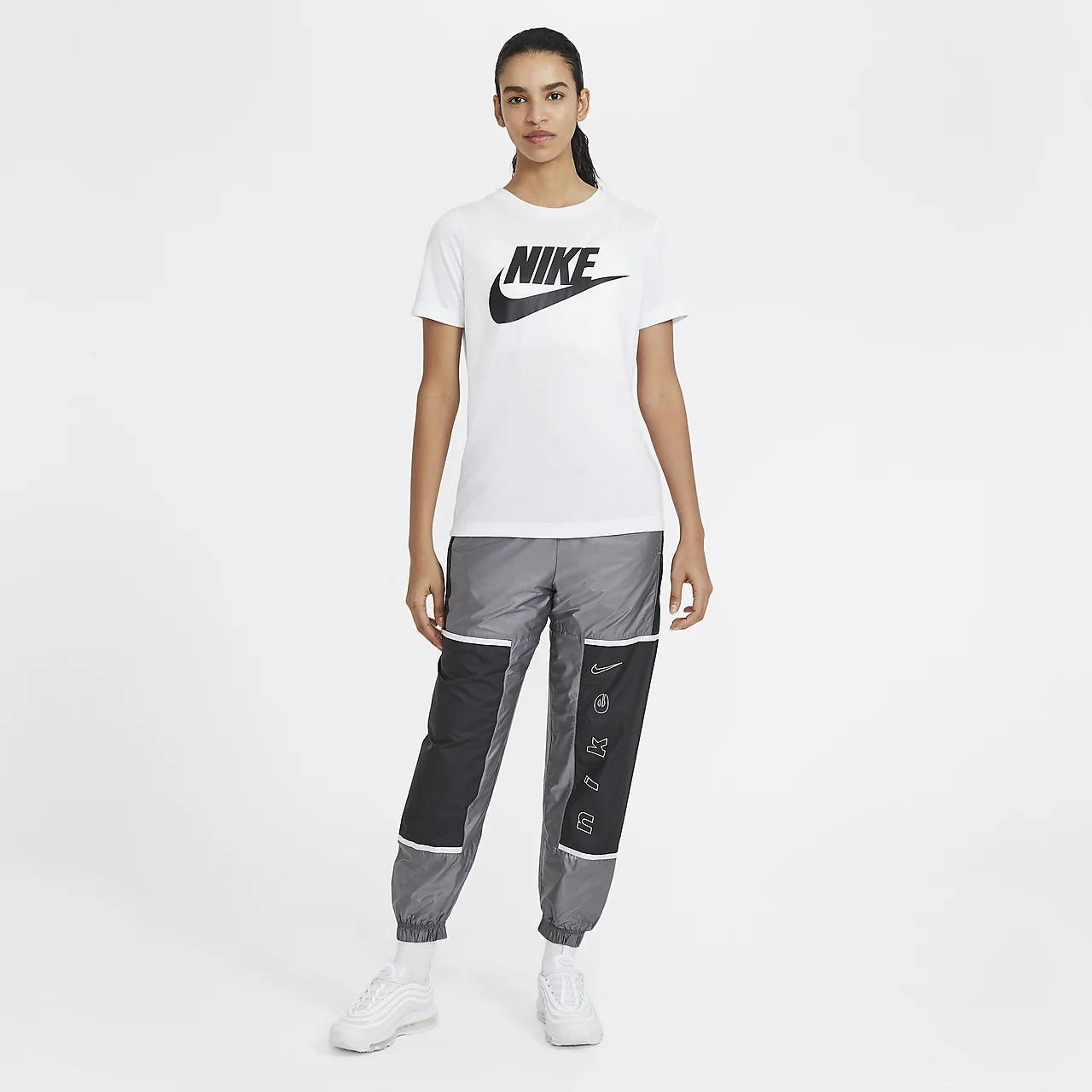 Nike Sportswear Essential Women's T-Shirt AT5464-100