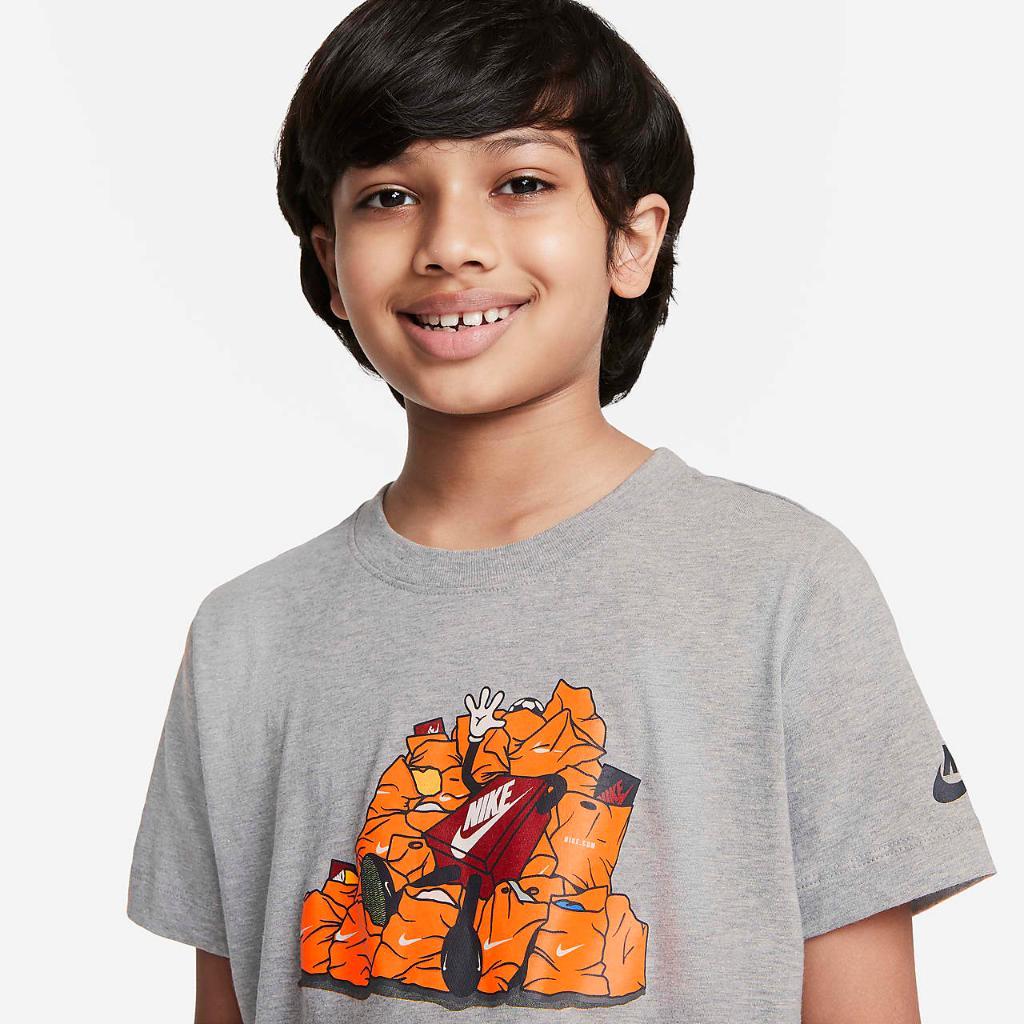 Nike Sportswear Big Kids' T-Shirt DN0642-063