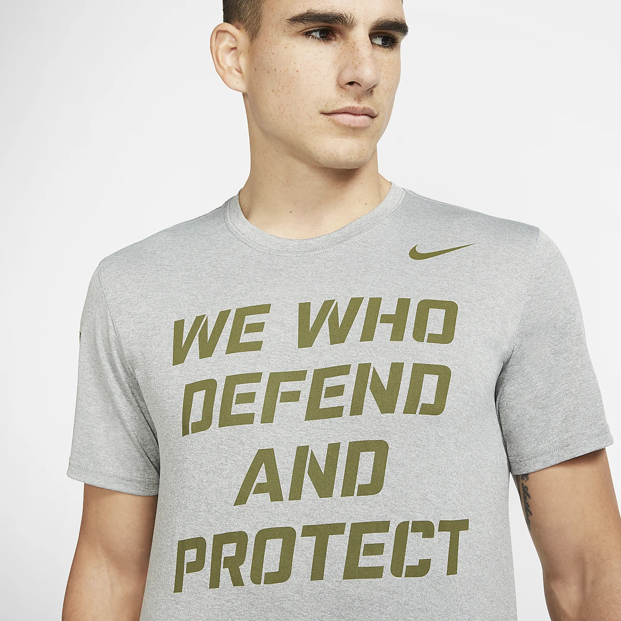 나이키 드라이핏 SFS 남성 티셔츠 M21418-DGH